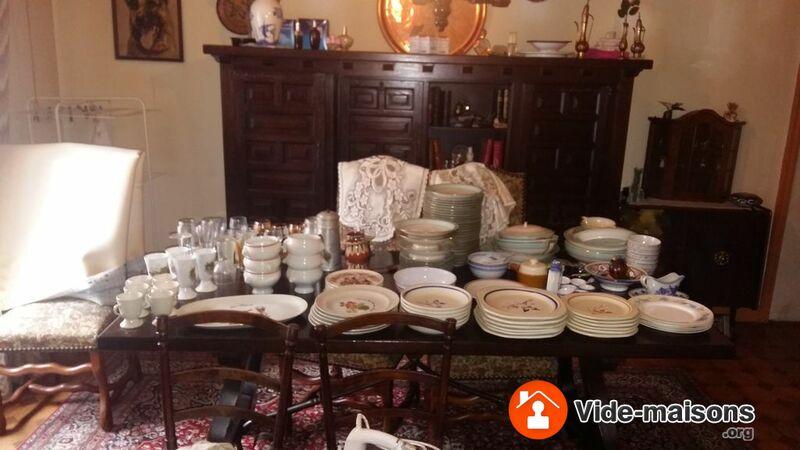 photo du vide maison vide maison meubles bibelots chaises tablec tableau disques. Black Bedroom Furniture Sets. Home Design Ideas