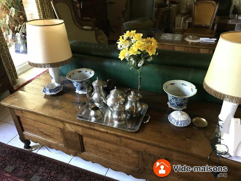 photo du vide maison vide maison meubles literie livresvaisselle objet divers. Black Bedroom Furniture Sets. Home Design Ideas