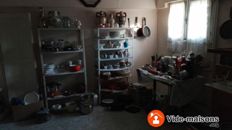 photo du vide maison vide maison meubles luminaires vetements bibelots. Black Bedroom Furniture Sets. Home Design Ideas
