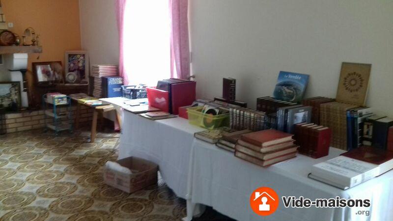 photo du vide maison vide maison meubles vaisselle livres disques objets div. Black Bedroom Furniture Sets. Home Design Ideas